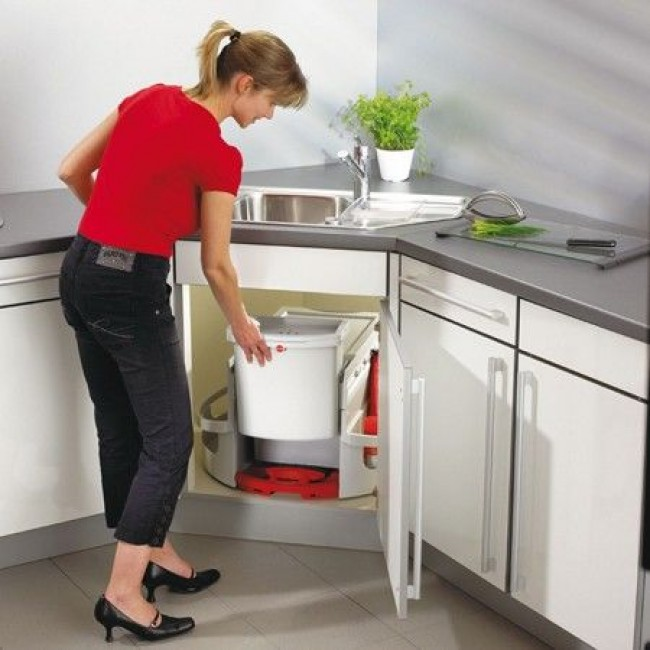 Угловая мойка для кухни обладает удобной конфигурацией