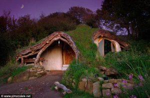 Саймон Дейл построил дом сказку для своей семьи