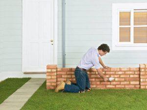 Как построить кирпичный забор в саду