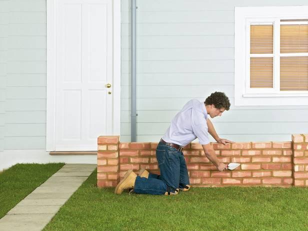 Как построить кирпичную стену в саду