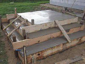 Строим крыльцо: заливаем бетонное крыльцо