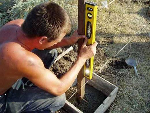 Как бетонировать забор