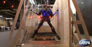 Робот преодолевает препятствия и удерживает равновесие после прыжка