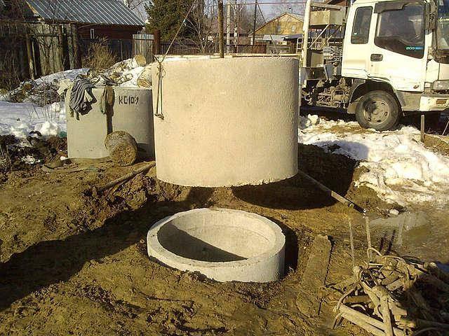 высота – 0,9 м; внутренний диаметр – 1 м; толщина стенок – до 8 см; вес одного кольца – около 600 килограмм.
