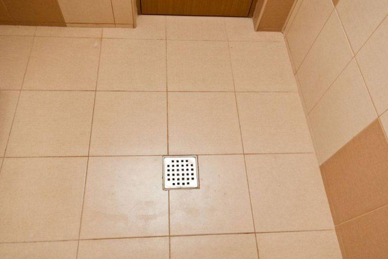 Как уложить плитку на пол в ванной комнате