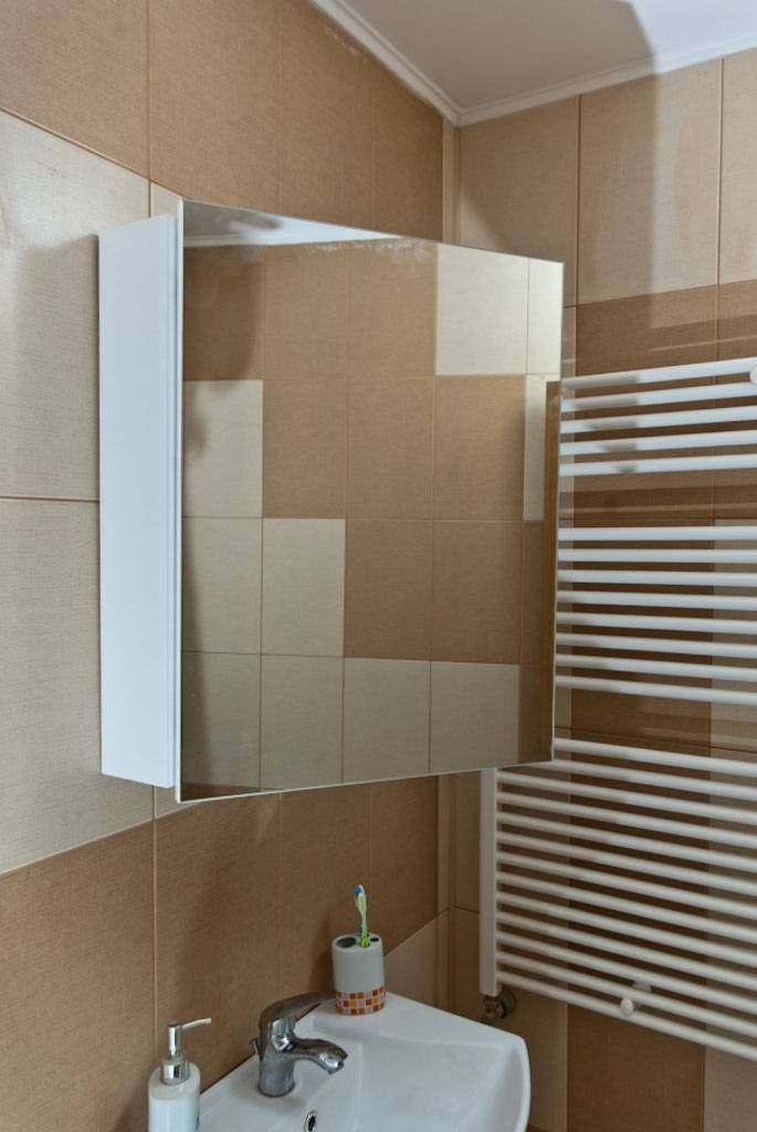 Как установить в ванной зеркало