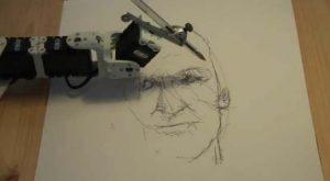 Робот рисует портреты как человек