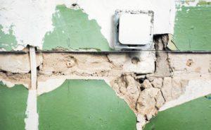 Укладка скрытой проводки (в стенах)