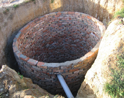 Выгребная яма из кирписа требует хорошей изоляции!