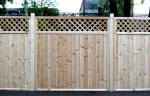 Как возвести деревянный забор