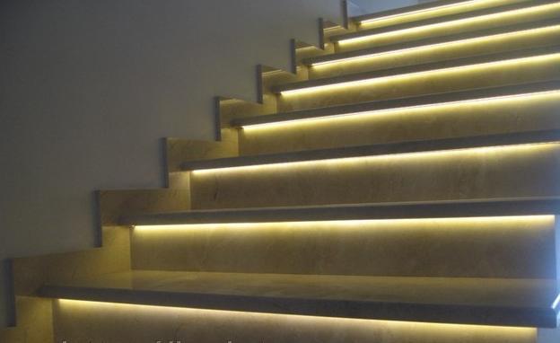 Подсветка ступеней лестницы