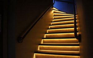 Подсветка лестницы: автоматика своими руками