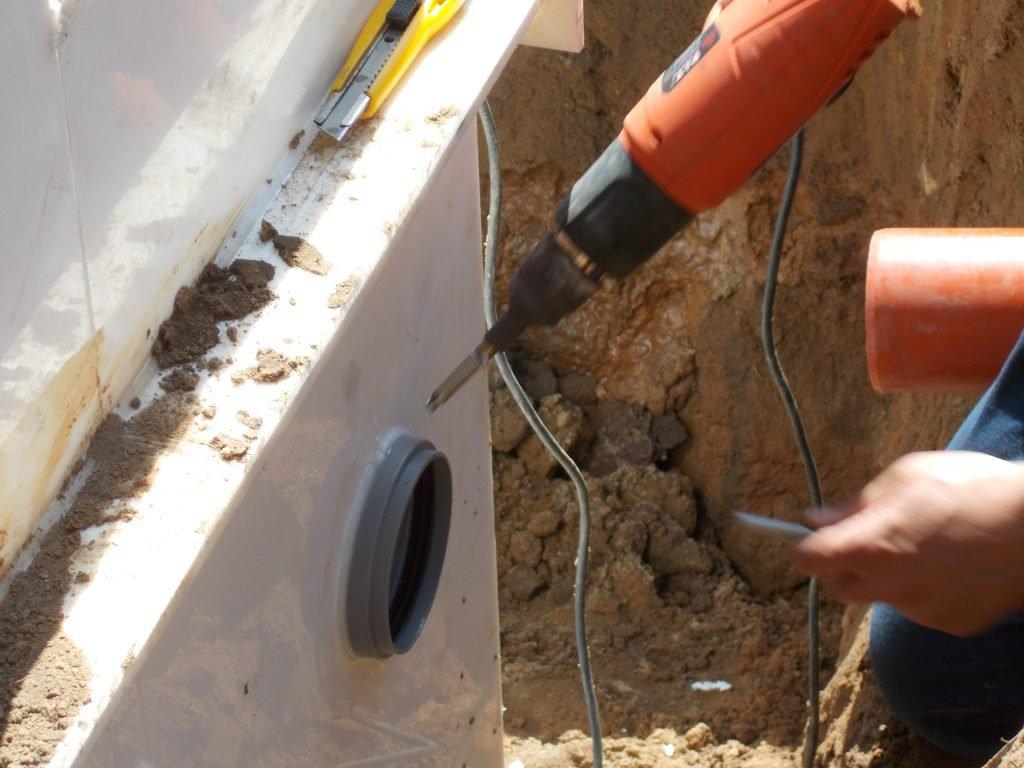 Герметичная впайка подводящей канализационной трубы