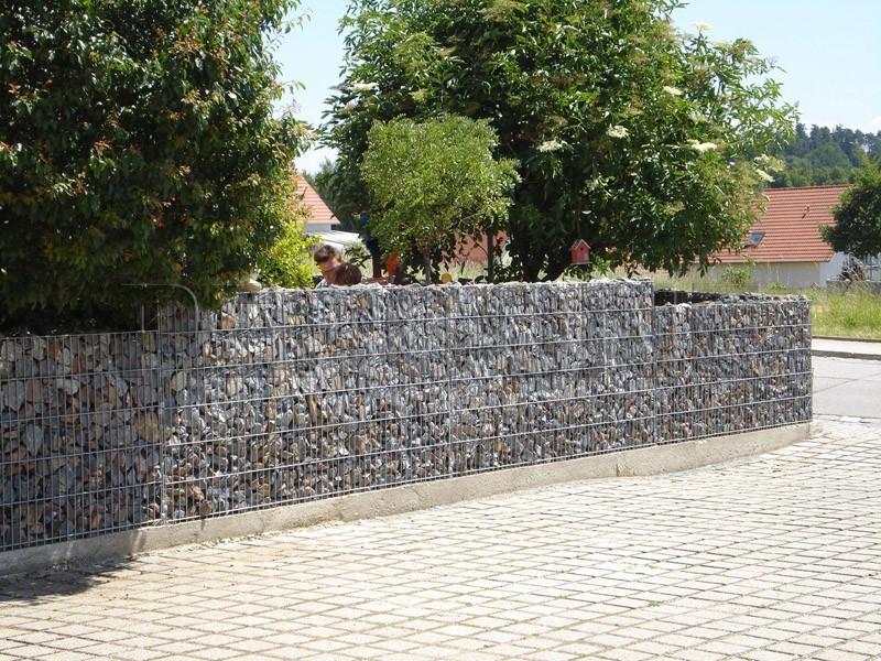 Забор из габионов с гранитным наполнителем