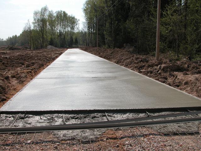 Самостоятельная заливка бетоном дачного двора