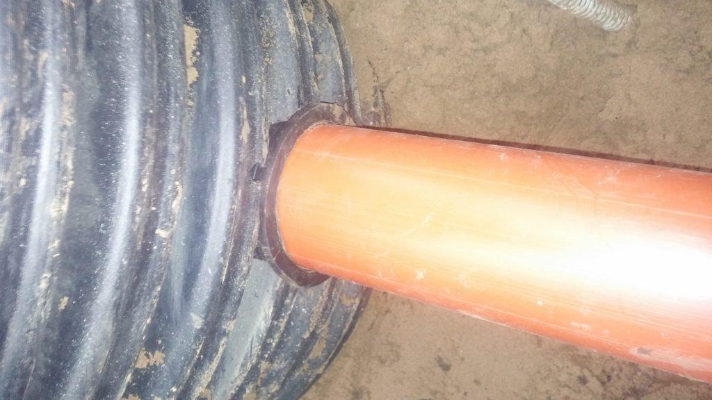 Врезка канализационной трубы в КНС