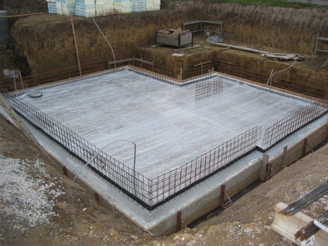 Заглубленный плитный фундамент