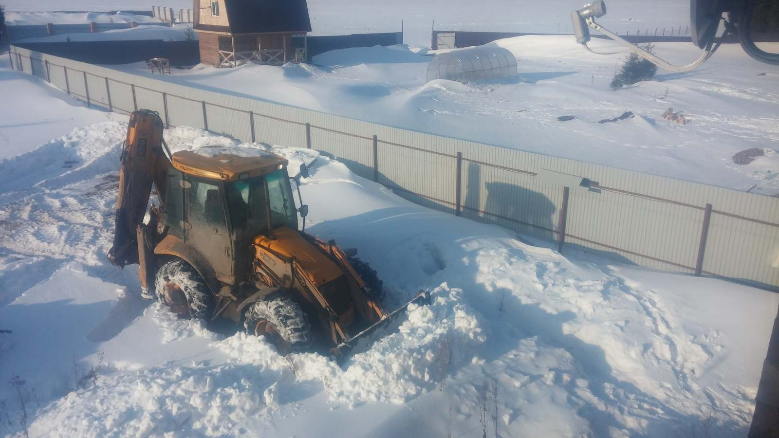 Чистка снега на участке фото