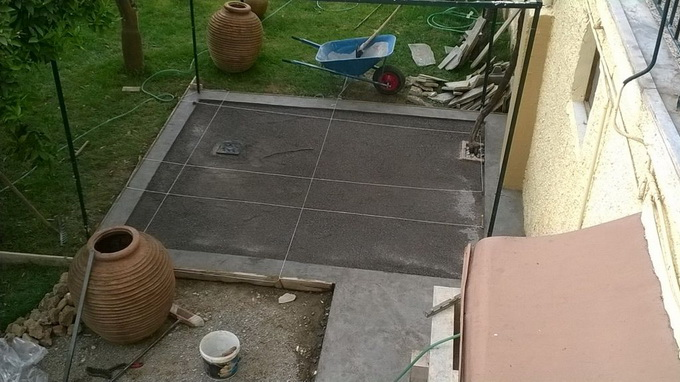 патио на даче под крышей