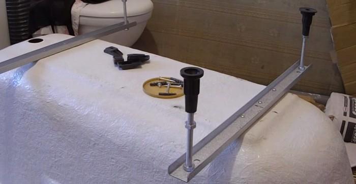 Крепим ножки к акриловой ванне фото