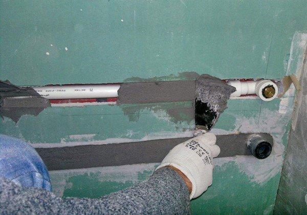 Как спрятать трубы отопления в частном доме, квартире