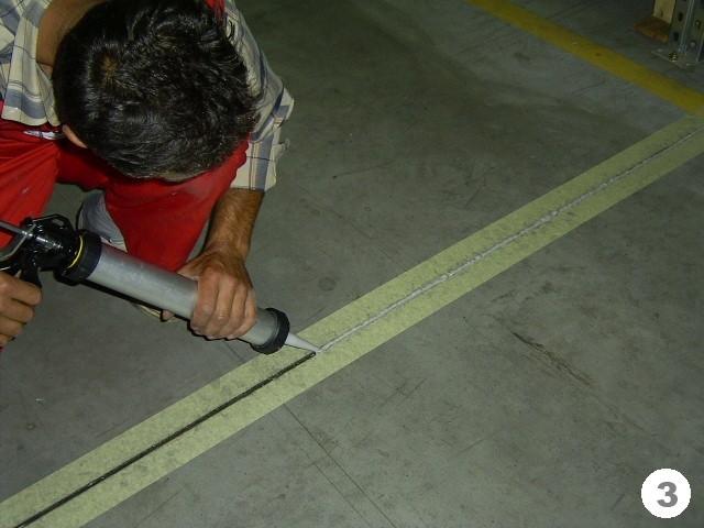 Заделка швов в бетонных стенах