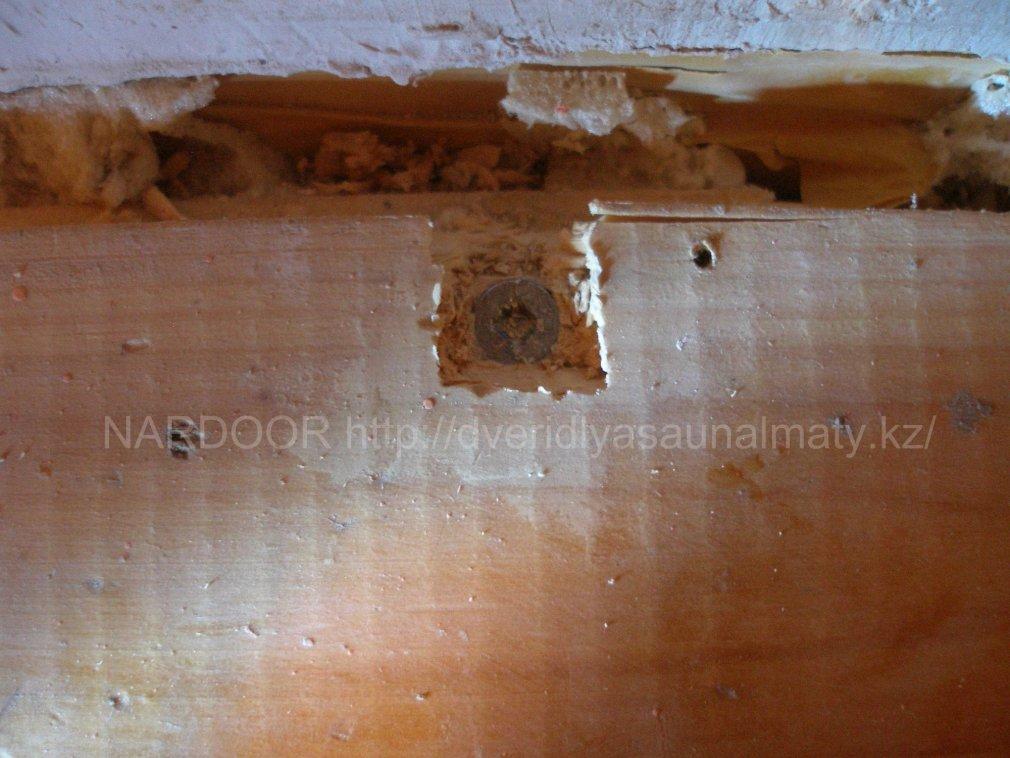 Демонтаж пола из сосновой доски