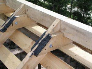 Конек крыши и сращивание стропил: способы и крепеж