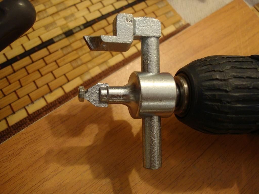 как сделать круглое отверстие в керамической плитке: балеринка