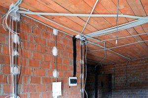 Правильно обустройте внутридомовую электросеть и правильно проложите провод!