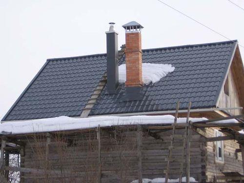 Вентиляционная и дымовая трубы на доме