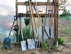 Хранение садовых инструментов: приспособления, облегчающие жизнь и работу садоводов