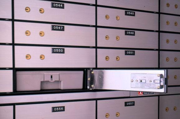 Как купить квартиру за наличные: передачу денег лучше выполнять через банковскую ячейку