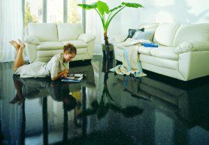Чем полимерный пол хорош для дома и как его обустроить