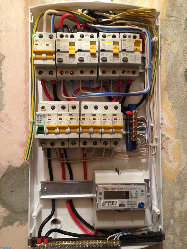 Компактный двухтарифный электросчетчик