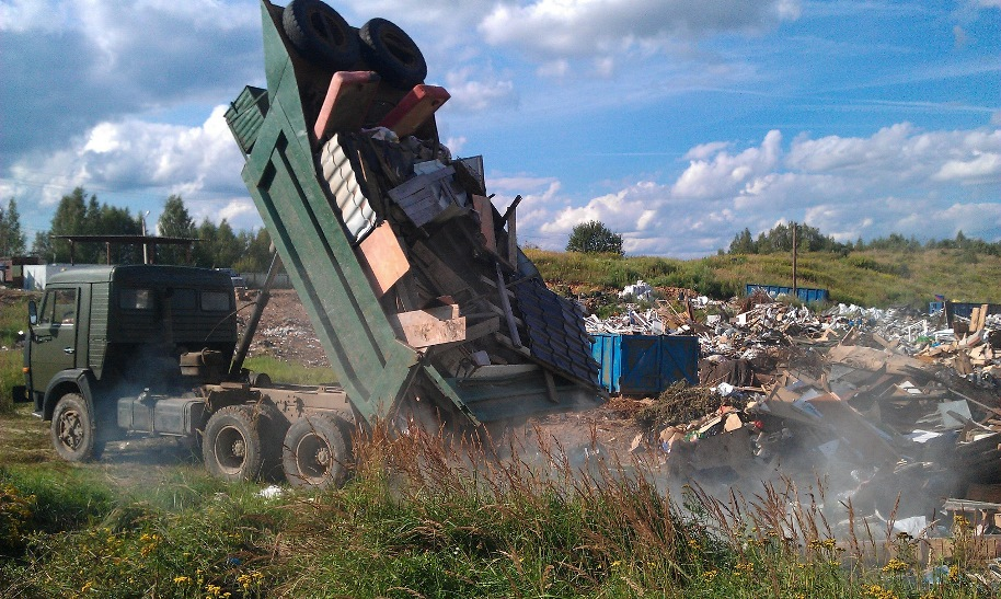 строительный мусор на полигоне