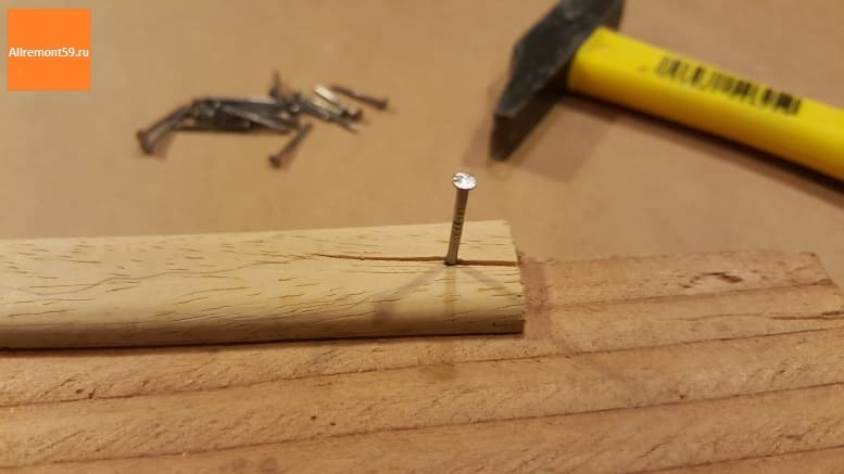Планка, треснувшая при забивании гвоздя
