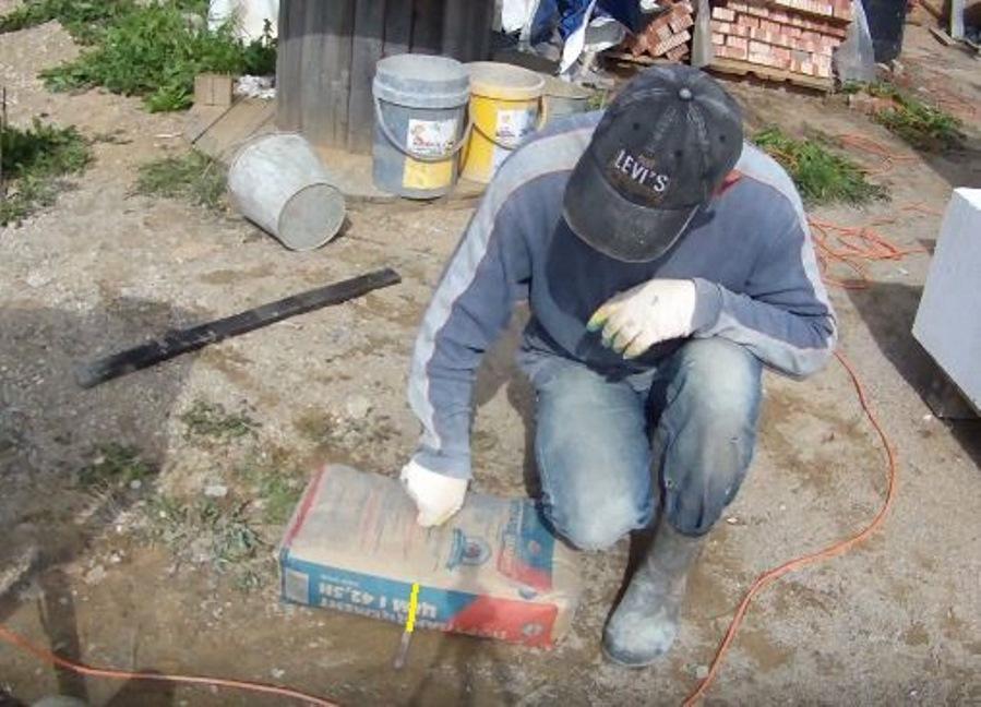 разрезать мешок цемента