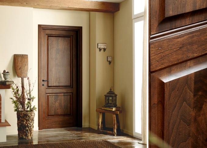Дверь из цельного дерева