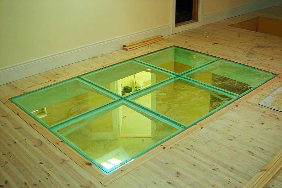 Стеклянный пол в доме
