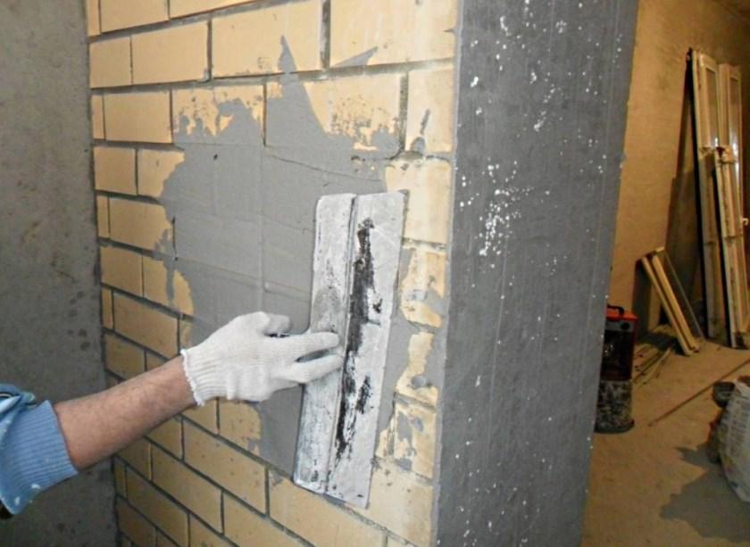 Оштукатуривание и покраска стены на балконе