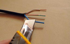 Зачистка проводов: Как это сделать правильно, чтобы жила не переломилась и не грелась