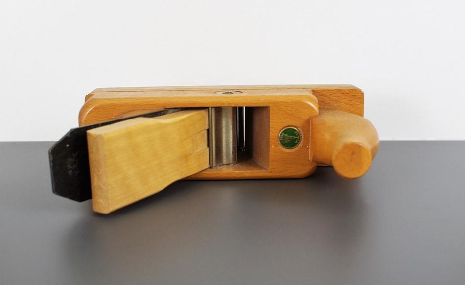 Рубанок - инструмент, необходимый для выполнения столярных работ
