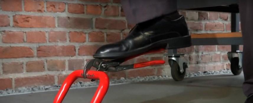 Проверка фиксации ключа ногой
