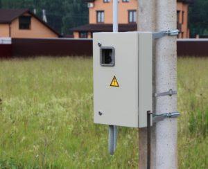 Вынос электрического счетчика на столб: когда могут потребовать?