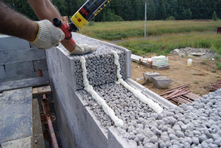 Преимущества керамзитобетона перед другими строительными материалами