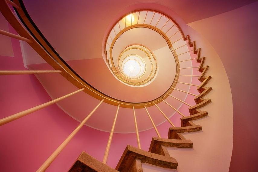 Особенности ухода за деревянной лестницей