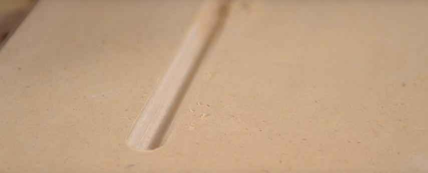 Канавка, сделанная ручным фрезером