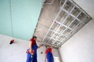 Как смонтировать гипсокартон на потолке: порядок выполнения монтажа