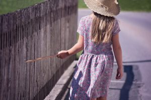 Забор на фундаменте: правильный уход